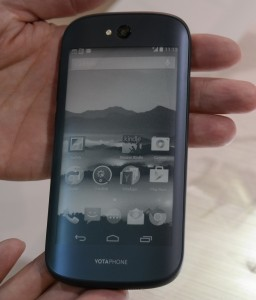 YotaPhone 2 E Ink rear panel
